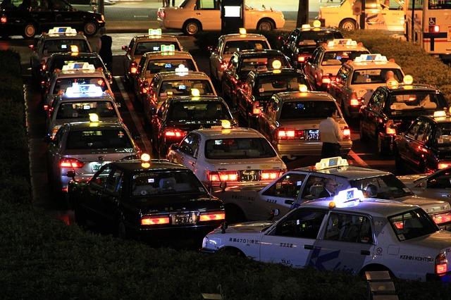 タクシー業界はブラックなのか?タクシー運転手の稼ぎ方と向いている人の特徴とは?
