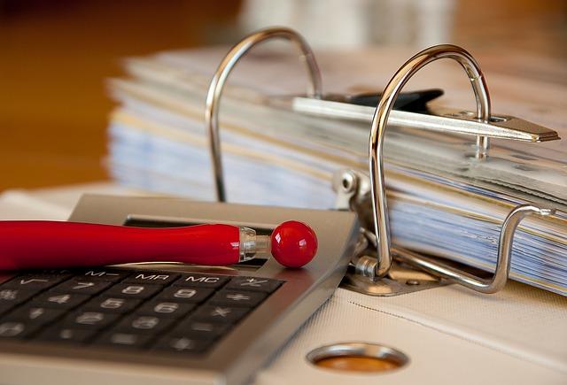 契約社員で経理の実務経験を積む。企業は非正規の職歴も評価するのか?